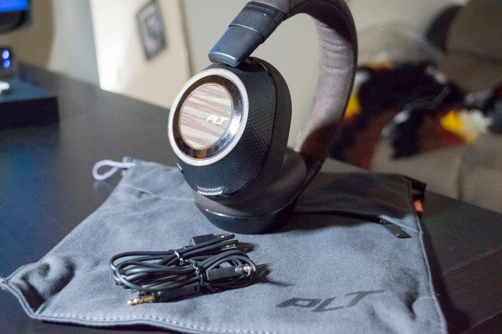 Plantronics Backbeat Pro 2 package