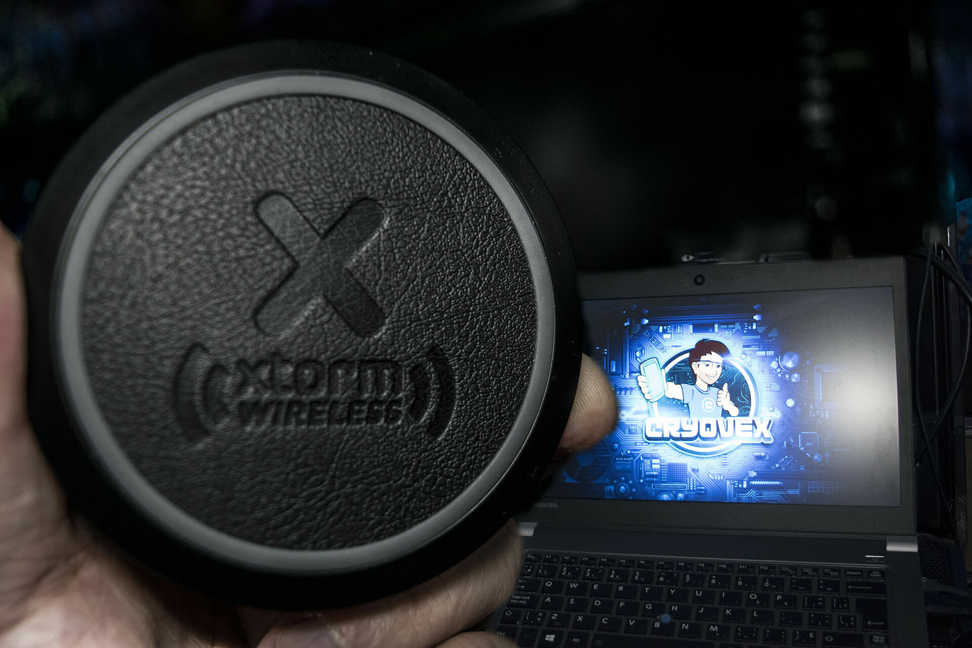 Xtorm Freedom Wireless FAST charging QI pad cryovex android canada
